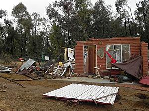 Sudáfrica Daños Tornado Casas, mata a ocho 300x225_06241658_africatornado2